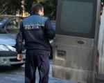 Violator încătuşat de poliţie