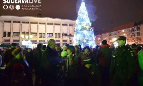 """<h2><a href=""""http://suceavalive.ro/bradul-de-craciun-adus-centrul-sucevei/"""">Bradul de Crăciun adus în centrul Sucevei</a></h2>"""