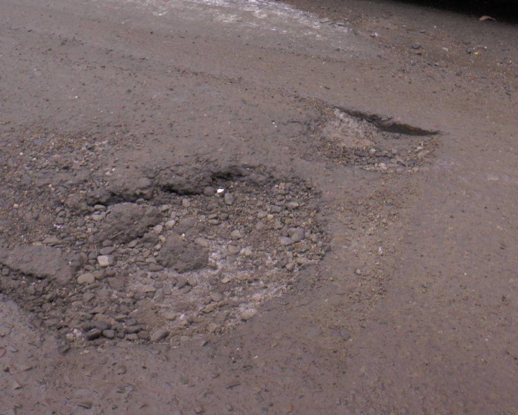 groape in asfalt