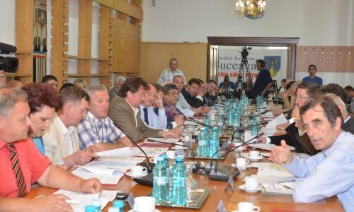 """<h2><a href=""""http://suceavalive.ro/sedinta-de-consiliu-judetean-unanima/"""">Ședință de Consiliu Județean unanimă</a></h2>"""