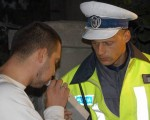 Bărbat prins băut la volan în Moldoviţa