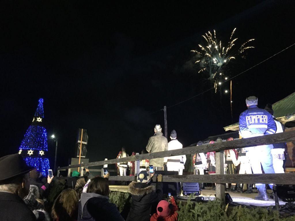 Cei prezenți au putut admira și un superb foc de artificii