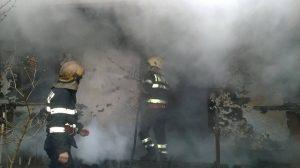 Incendiul a izbucnit din cauza jarului sau a scânteilor căzute din sobă