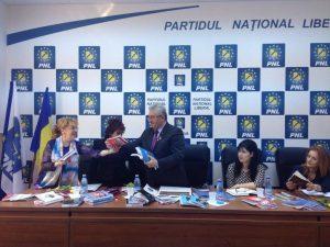 Sanda-Maria Ardeleanu, a oferit participanților marțișoare sub formă de cărți