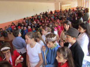 Elevii, părinții și profesorii  școlii au participat la  acțiunea de voluntariat (5)