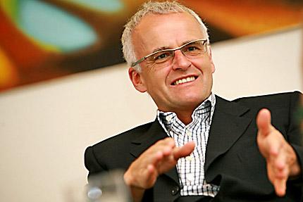 Gerald SCHWEIGHOFER, geschŠftsfŸhrender Gesellschafter Holzindustrie Schweighofer GmbH. (www.schweighofer.at), innen, sitzend, Interview
