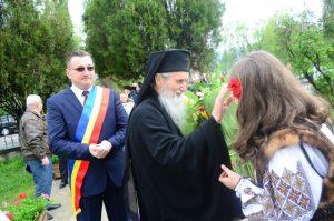 Localnicii l-au primit cu flori pe înaltpreasfințit
