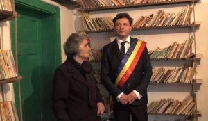 Sotia lui Aurel Campeanu și Vasile Cozan în noua bilioteca din Glodu
