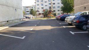 parcari-modernizate-cu-covor-asfaltic-si-trotuare-din-pavele