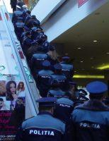 Polițiștii suceveni au desfășurat acţiuni de responsabilizare şi informare pe linia prevenirii furturilor din genţi şi buzunare