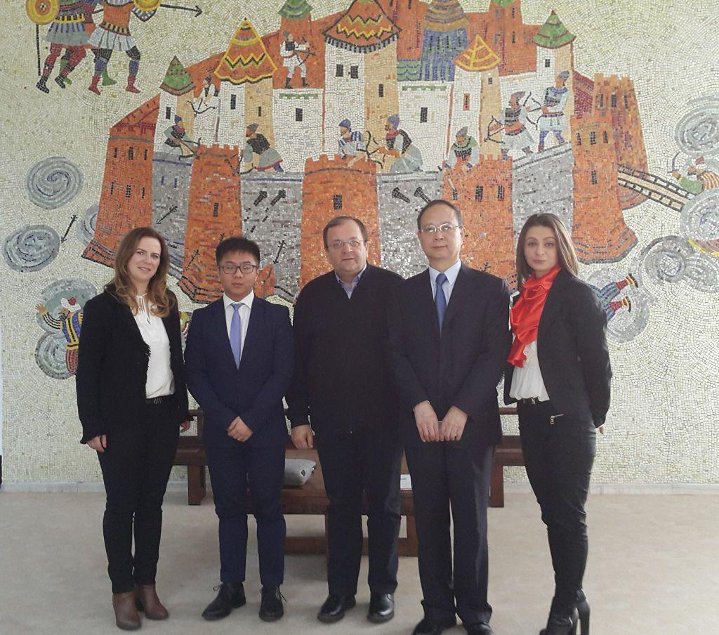 flutur si ambasada chinei