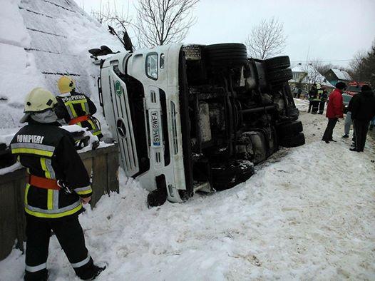 camion rasturnat iarna