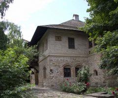 """Atelier de icoane pe sticlă, la Muzeul Etnografic """"Hanul Domnesc"""" din Suceava"""