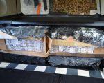 Autoturism încărcat cu țigări de contrabandă, descoperit în curtea unui bărbat