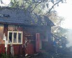 Flăcări la două gospodării din localitatea Vicovu de Sus