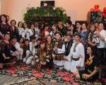 Curs festiv inedit la Școala Gimnazială Vatra Moldoviței. Absolvenții, în straie populare