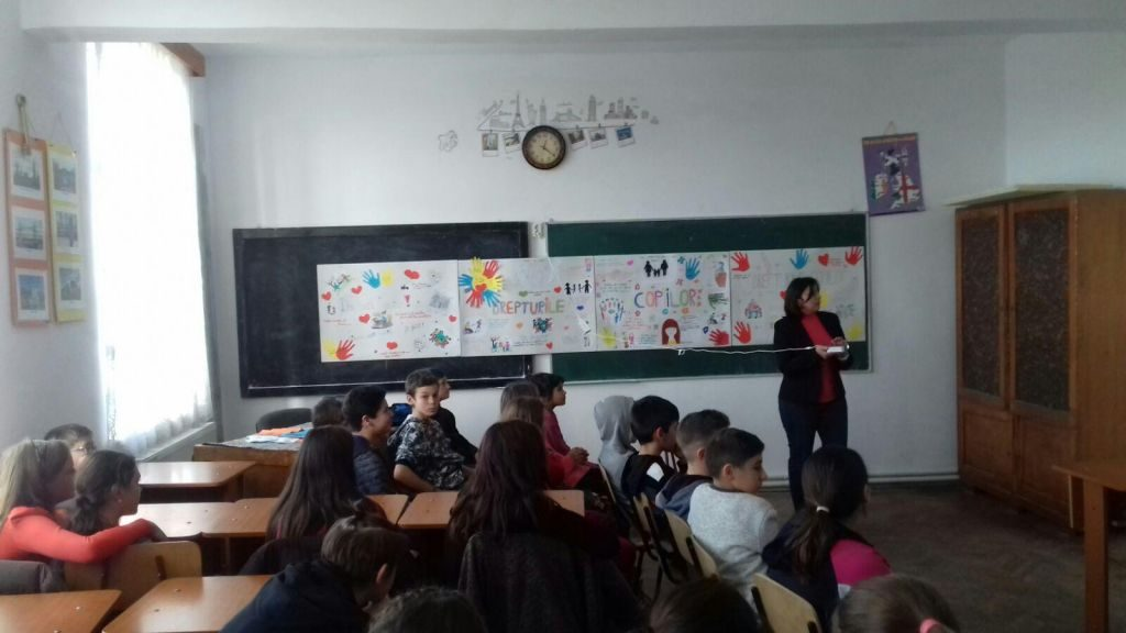 Ziua Internaţională a Drepturilor Copilului, marcată de elevii de la Școala Dărmănești