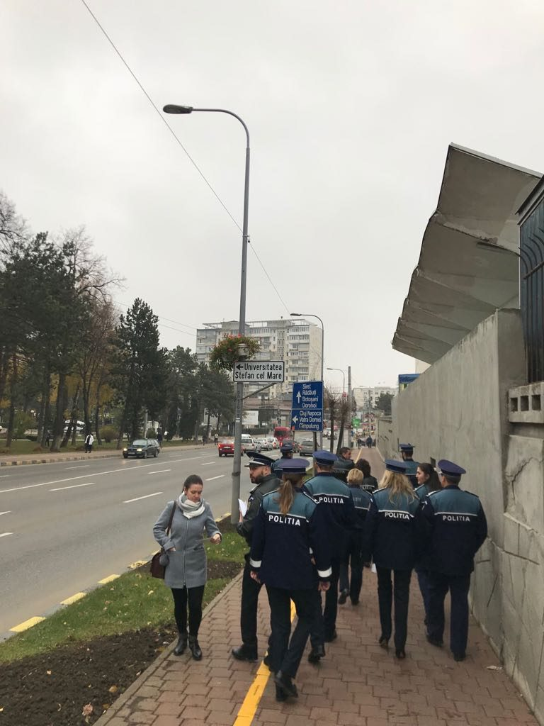 25 de polițiști au desfășurat o acțiune pentru prevenirea furturilor din genţi şi buzunare în autobuze