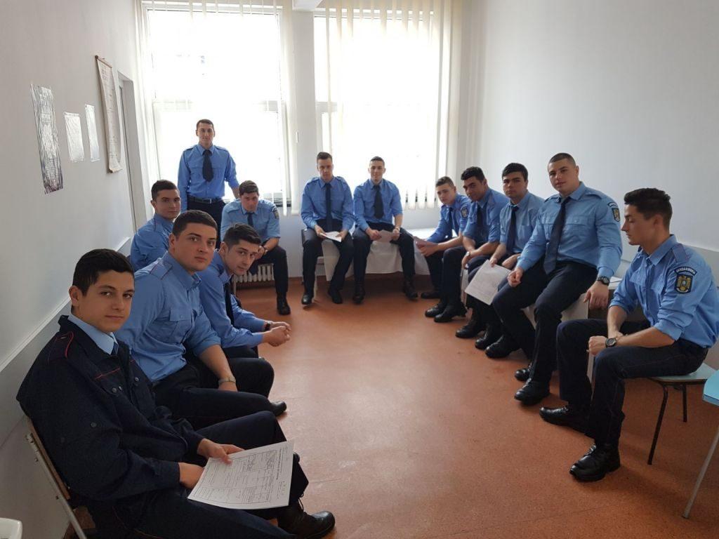 50 de elevi jandarmi donează sânge