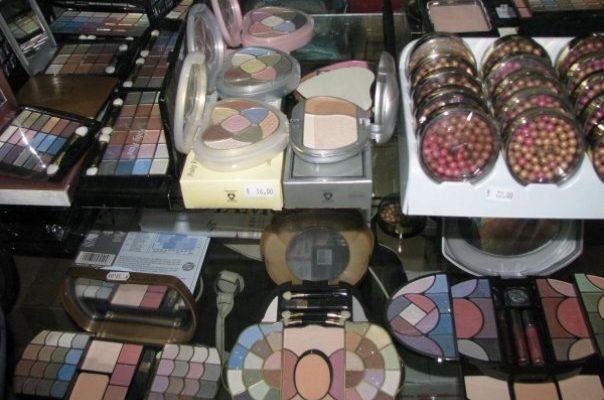 Vanzare produse cosmetice