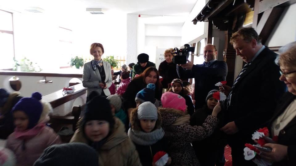 Preșcolarii de la Grădinița Guliver au oferit mărțișoare angajaților din Prefectura Suceava