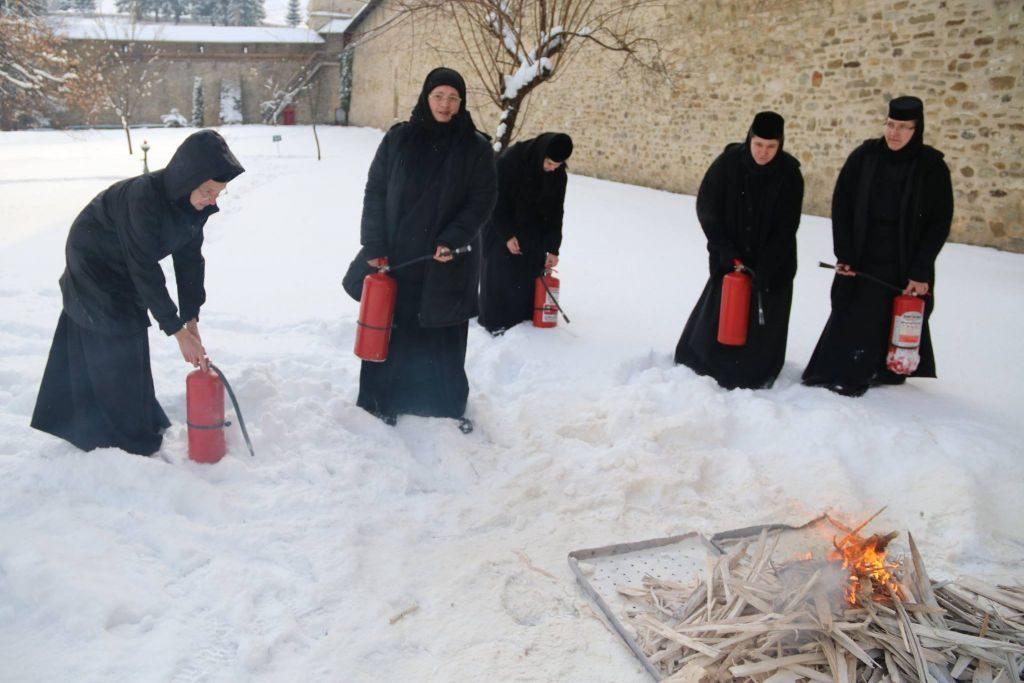Pompierii suceveni au efectuat activități de instruire a personalului din lăcașurile de cult din judeţ