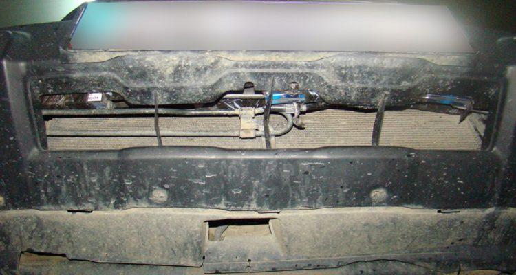 tigari contrabanda ascunse in barele de protecție, în semiaripi