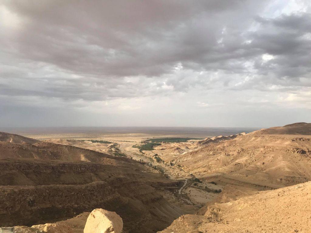 Vedere spre o oază de munte Tunisia