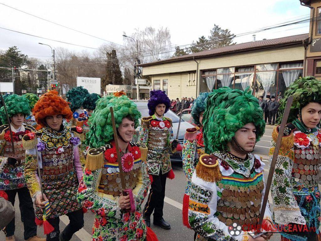 parada-mastilor-si-festivalul-international-obiceiuri-de-iarna
