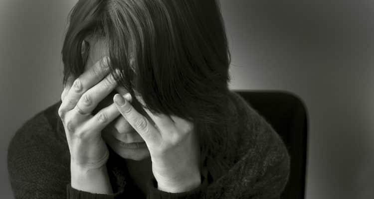 """Tot mai multe cazuri de depresie în pandemie: Cum putem scăpa de boala """"tristeții fără motiv"""""""